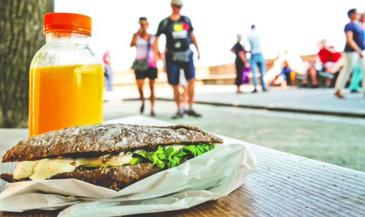 All the reasons you should eat lunch outside today